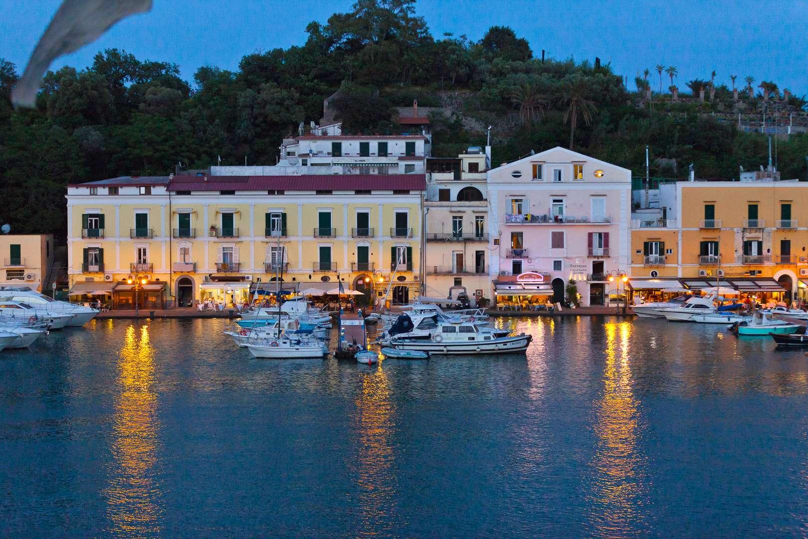 Riva Destra Ischia